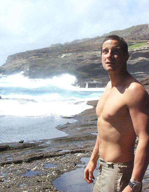 Bear-grylls-shirtless