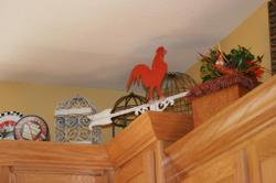 Rooster_on_top_of_cabinet