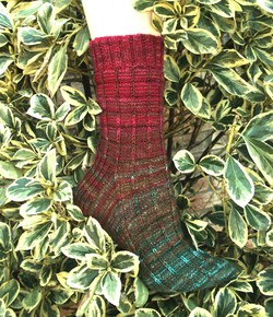 Redchocgreen_gradiance_sock_web